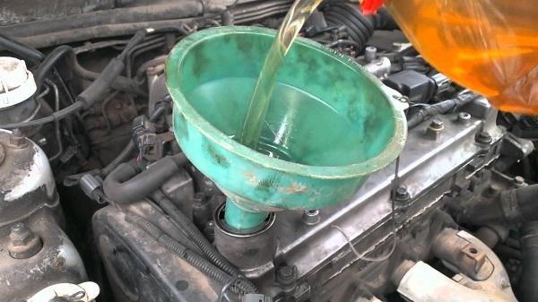 Как промыть двигатель и стоит ли промывать ДВС промывочным маслом
