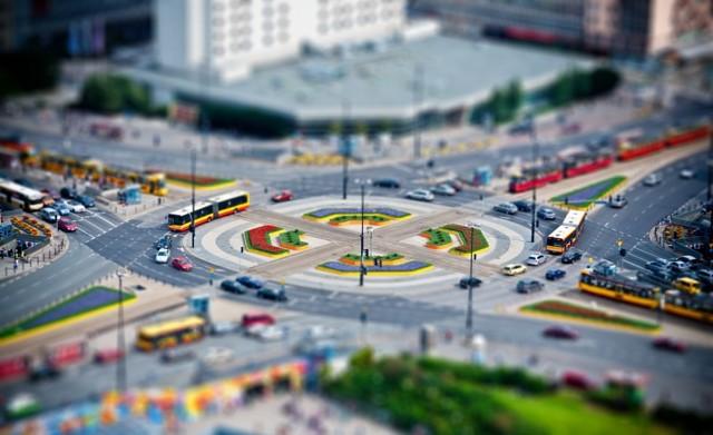 Движение по кольцу, правила проезда и перестроения