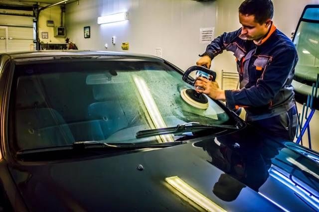 Полировка лобового стекла автомобиля от царапин дворников. Видео полировки пастой своими руками