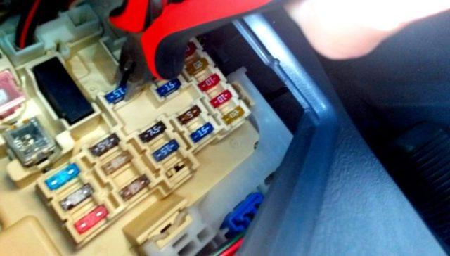 Почему не работает прикуриватель: ремонт, замена, причины