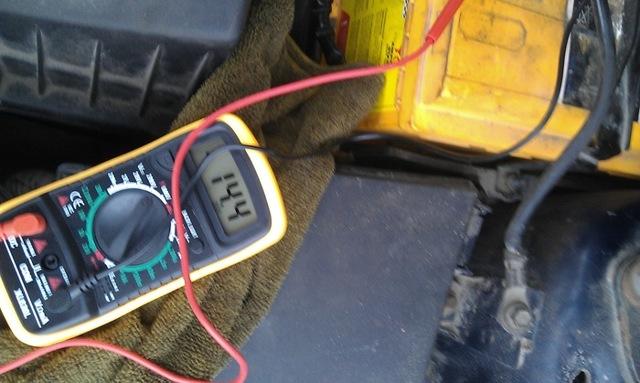 Почему горит значок аккумулятора на панели приборов, что делать