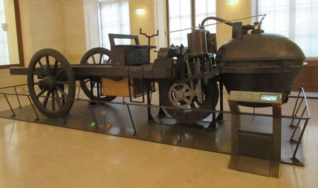 Самый первый в мире автомобиль: фото, год, страна изобретения