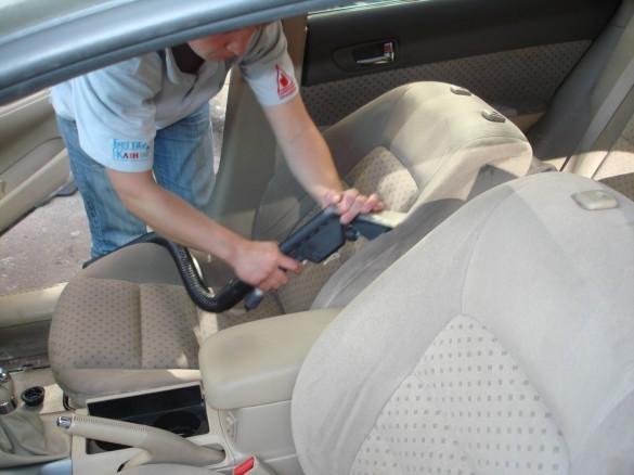 Средства для ухода за кожей автомобиля: преображаем кожаный салон