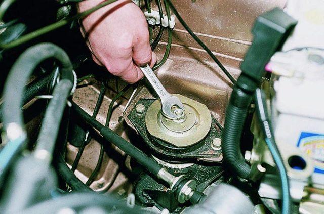 Как установить подушку двигателя, замена опоры ДВС