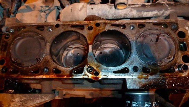 Объем масла в двигателе; вред недостатка либо перелива.
