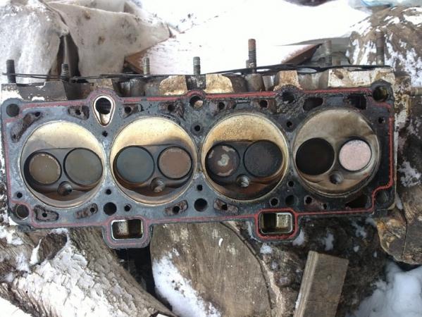 Эмульсия в двигателе: белый налет на щупе, крышке маслозаливной горловины. Почему антифриз попадает в масло, как определить попадание, чем промыть систему