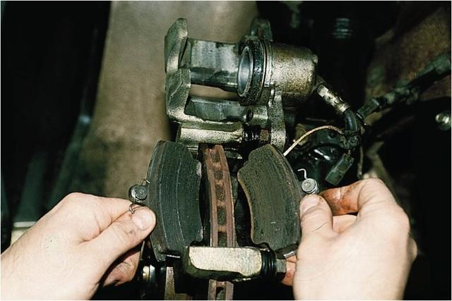 Замена тормозных колодок своими руками. Как поменять передние, задние, колодки ручника и диски (видео). Ресурс, как измерить допустимую толщину