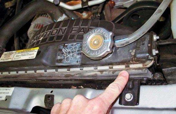 Как устранить течь в радиаторе охлаждения автомобиля