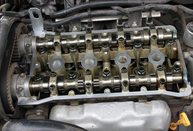Масло в свечных колодцах: причина попадания, как устранить заменой сальников, прокладок, уплотнительных колец на двигателях ВАЗ, Тойота