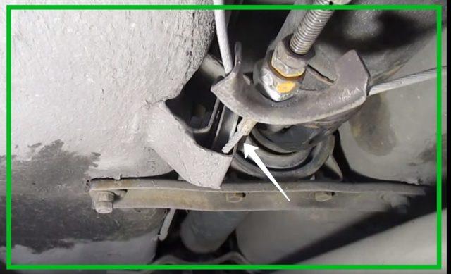 Замена троса ручника (видео). Как поменять трос ручного тормоза. Замена тросика стояночного тормоза. Как снять, как подтянуть, как заменить