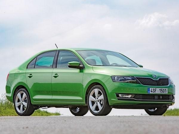 Экономичные автомобили по расходу топлива в России: рейтинг моделей