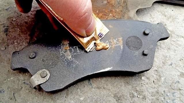 Скрипят тормозные колодки при торможении. Почему и как избавиться.