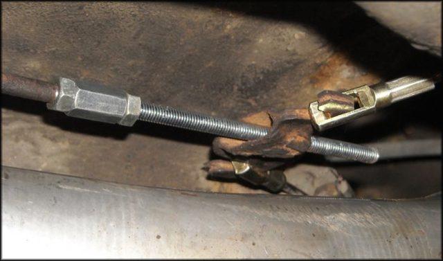 Регулировка стояночного тормоза. Как подтянуть трос ручника. Почему не держит ручник, плохо держит ручной тормоз